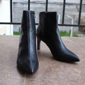 Brand new black leather heeled boots Vagabond